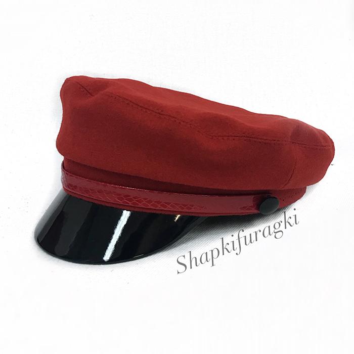 Кепка капитанка женская из красной ткани с красным лаковым ремешком 151